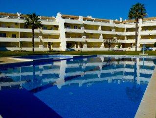 Apartamento em Vilamoura a 900m da praia da Falésia/Marina com piscina