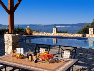 Family Holiday home with private pool and fantastic seaviews over Souda Bay