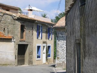 Lovely & romantic village house, near Carcassonne, beach, Canal du Midi.