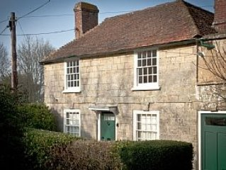 Grade 2 Cottage In Pulborough Conservation Area With Garden And Sitting Area.