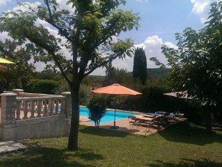 Maison avec jardin cloturée et piscine privée