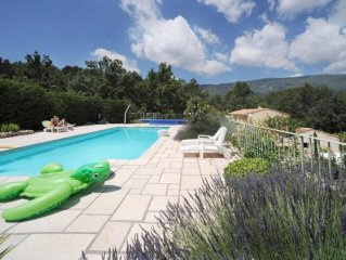 Traditionnal provencal house in peaceful area, quiet, pool and sport ground...H