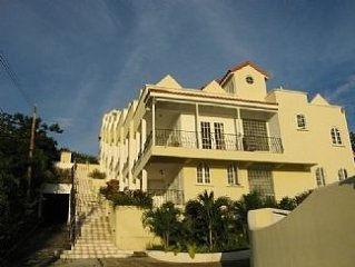 Beautiful Townhouse with Swimming Pool and Landscaped Gardens
