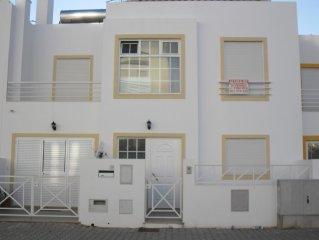 Excelente vivenda de 6 quartos para ferias com piscina perto da praia