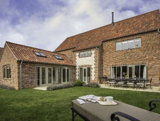 5 Star Luxury 5 Bedroom 4 Bathroom House just half a mile from Brancaster's Beau