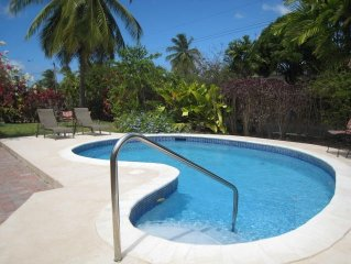 Villa with pool - 5 mins to beach, shopping and  a variety of restaurants.