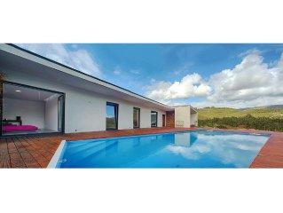 Casa privada na montanha com piscina perto da praia e rio