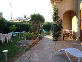 Maison de plain pied avec jardin paysagé