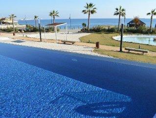 Eerste lijns appartement met zeezicht - ideaal voor kinderen - verwarmd zwembad