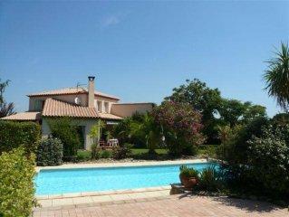 villa. avec jardin et piscine chauffe 4*