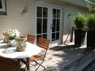 Luxe appartement / studio nabij bos, strand en eigen tuin. Helemaal nieuw!!