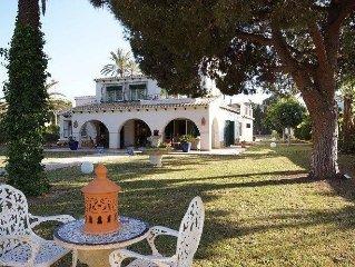 Villa mediterranea  con piscina privada  a 50 metros de la playa en Cabo Roig