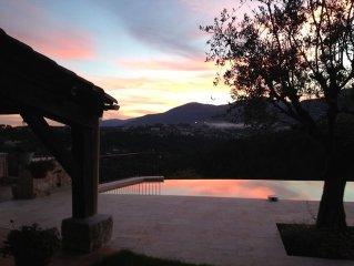 Villa provencale dominante au calme pres de Nice avec piscine pres des commerces