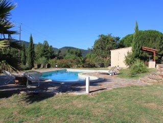 Vrijstaande villa met magnifiek uitzicht, groot zwembad en diverse terrassen