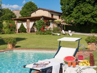 Typical Tuscan Villa: garden 5000 sqm fenced views pool air cond. fireplace WiFi