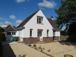 Family friendly Pretty Detached House With Private Garden And Parking