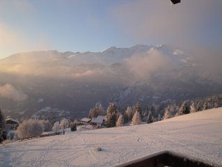 Ski, marche et soleil! Crans-Montana, 6 lits, bordure golf, calme, vue superbe