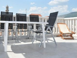 Luxury Stone House,Large Terrace,BBQ,Sea 30 Mtrs,