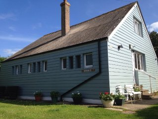 Charming Seaside Home (Old railway carriages) 50 Yds to Sea, lg private Garden