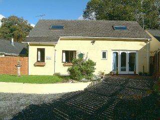 Stylish, Detached House In Pembrokeshire National Park, Midway Tenby/Pembroke Co