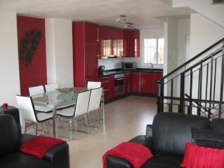 Stylish house, excellent facilities nrTorre Del Mar - free broadband wifi