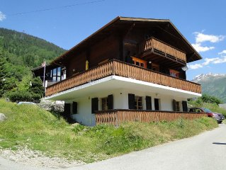 Luxury Swiss Chalet in authentic village, n / famous glacier. Hike, ski, rest ..
