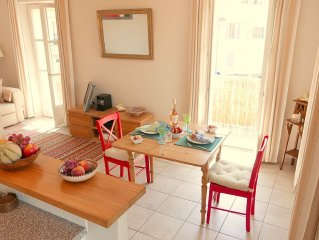 Sunny, South facing apartment Antibes Old Town, 2 Balconies, fully air condition