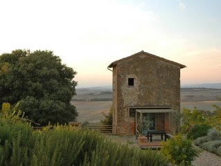 Hilltop house in the heart of Tuscany with private pool