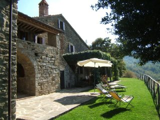 Beautifully restored farmhouse with pool in stunning location near Cortona