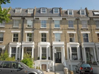 Fabulous 2 bedroom flat in Central London, close to major tubes. Very peaceful.