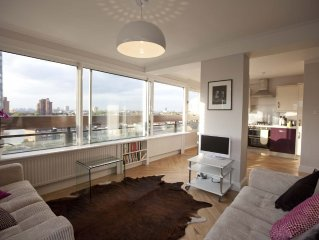 Sparkling Two Double-bedroom Riverside Flat Overlooking Chelsea and Kensington