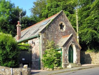 Blachford Hall | Sleeps 4 + Cot, Private Parking, in Beautiful South Devon!
