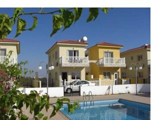 2 bed villa,sleeps 6 with swimming pool, sea views minutes from the beach