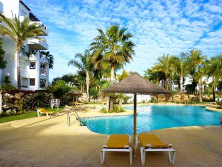2 Bedroom Beachside Apartment Overlooking Pool & Palm Trees On New Golden Mile