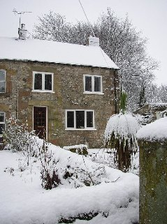 Cosy, stylish Derbyshire cottage, just a mile from Carsington Water
