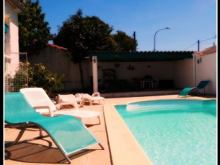 Villa with private pool in Carcassonne town, quiet area with castle views
