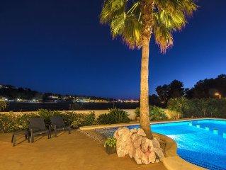 Villa Xenofilia V, spectacular heated pool, tennis table,12 min walk beach