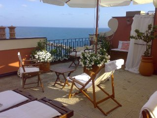 Holiday apartment charming boutique beachfront between Portofino and 5 Terre