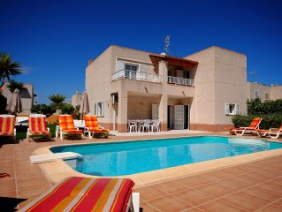 Villa with Private Pool - located with walking distance to San Antonio