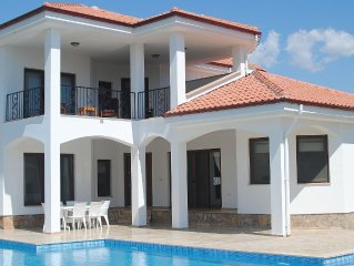 Private Pool with Easy Access Steps, Beautiful Relaxation Pool, Child Pool, WiFi