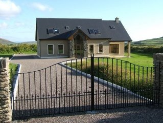 Modern 4 bedroom residence, short distance from Dingle town.