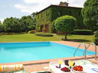 Tuscan Style Family Friendly Villa With Large Pool.