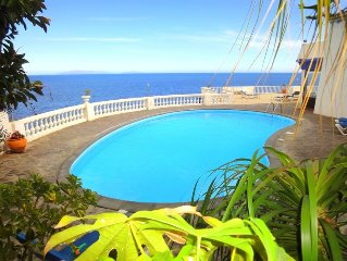 Ideally located villa right above the ocean