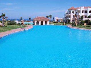 Villa de lujo con piscina privada, terrazas, jardines en primera linea de playa