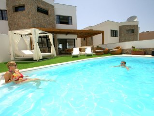 Fantastic Villa With heated Pool, Chill Out Terrace And Sea Views