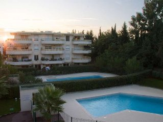 Modern 2 bed Apartment with pool near to beach & Antibes/Nice airport