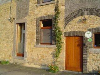 Ramelot : Maison en pierres du pays dans un charmant village
