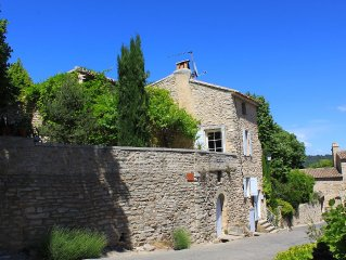 Charming village house with large plunge pool and stunning views of the Luberon