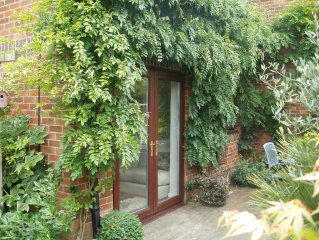 A beautifully presented one bed house, just five minutes from Poole Quay