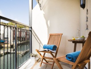 Beautifully furnished apartment at the head of Penryn River